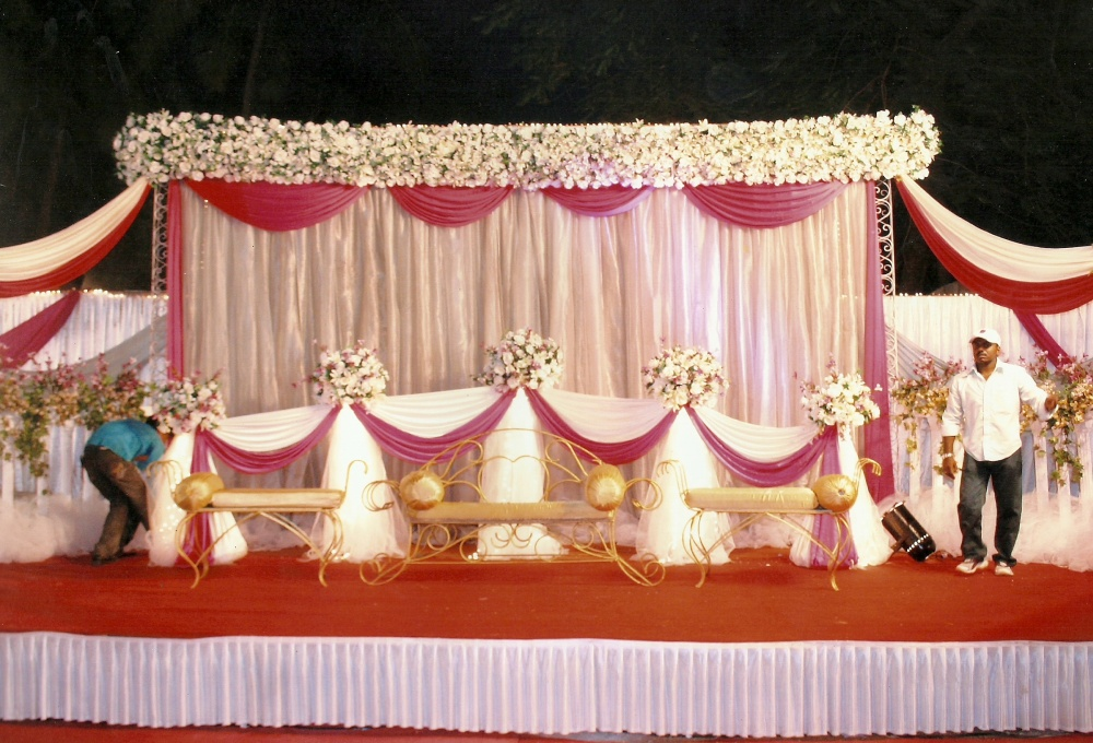 Wedding Stages & Mandap Decoration Ideas : Decorate It To The help