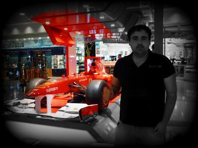 Ferrari de Alonso en el Aeropuerto de Dubai