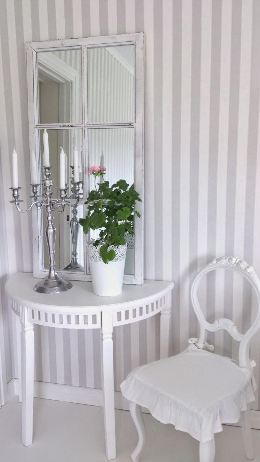 Cecilias hem: bedårande hissgardin i vitt med spets & volang