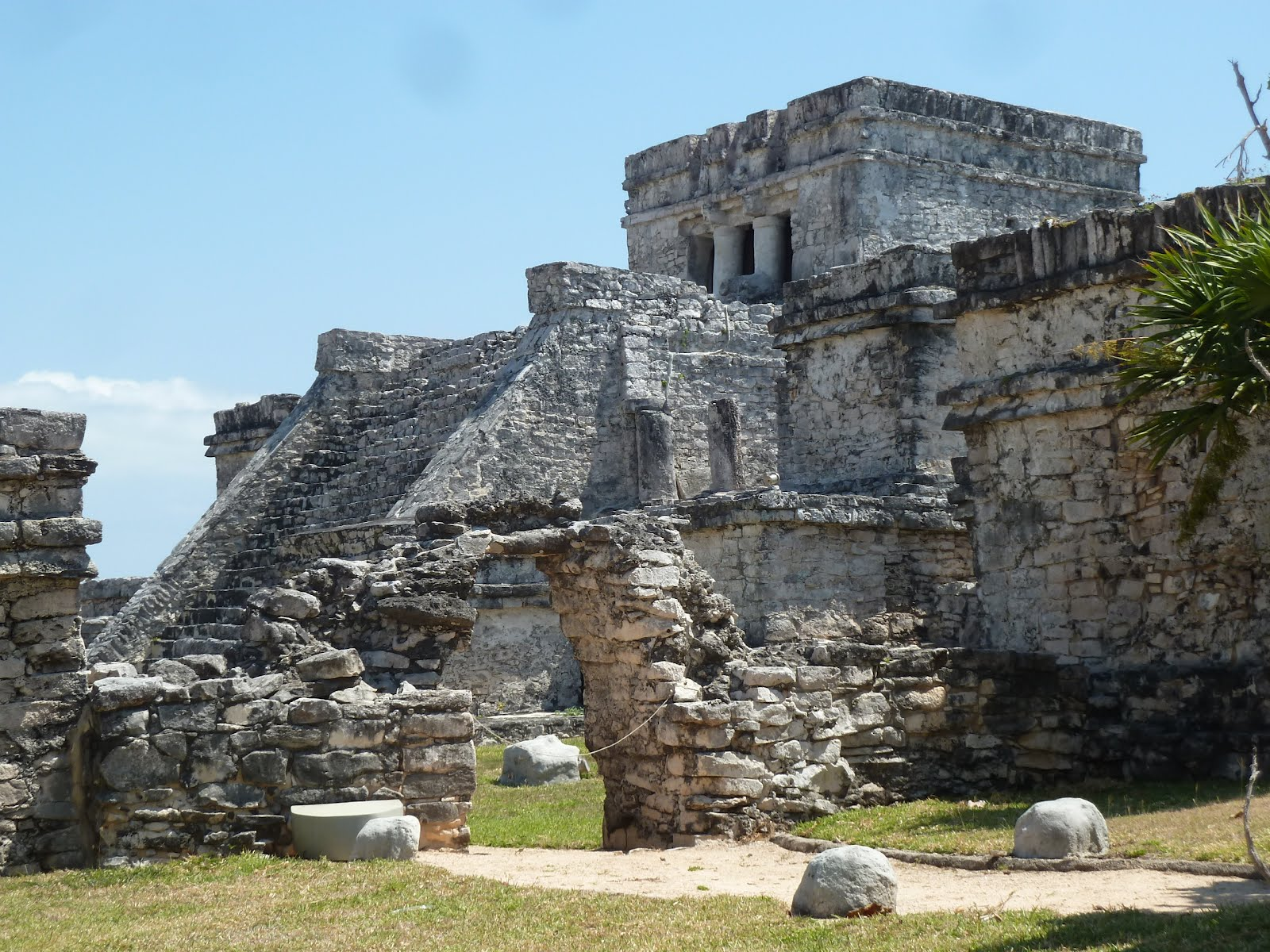mayan architecture tulum Maya architecture is best characterized by the soaring pyramid temples and ornate palaces which were built in all maya centres across mesoamerica from.