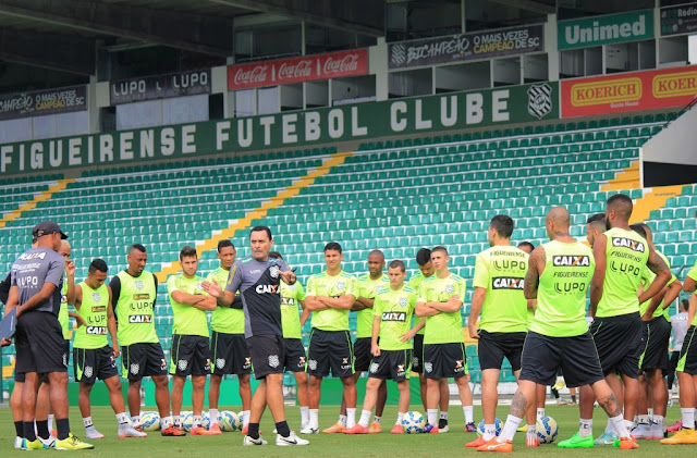 Com sete desfalques, Hudson Coutinho precisa repensar equipe do Figueirense (Foto: Luiz Henrique/Figueirense)