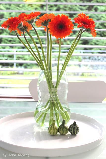 Gerbera Blumen Dekoration für den Herbst, flowers in orange bei kebo homing, dem Südtiroler Food- und Lifestyleblog, Fotografie, Styling und die Liebe zu den kleinen Dingen des Lebens