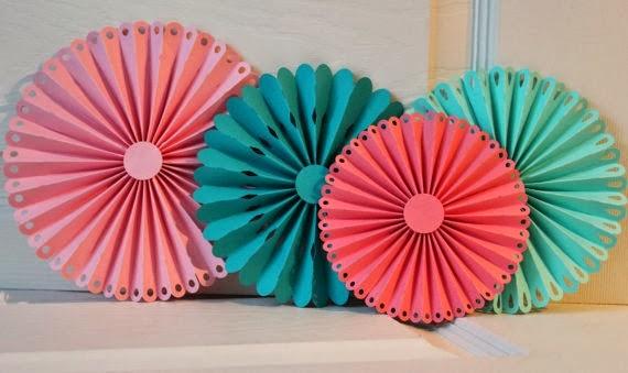 Imagenes fantasia y color como hacer rosetas de papel - Como se hacen los pompones ...