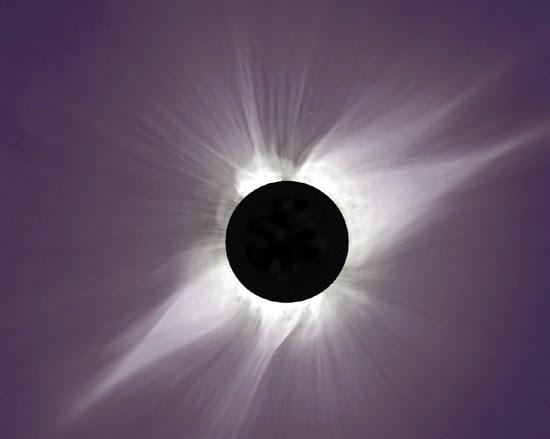 si vede molto bene la corona solare