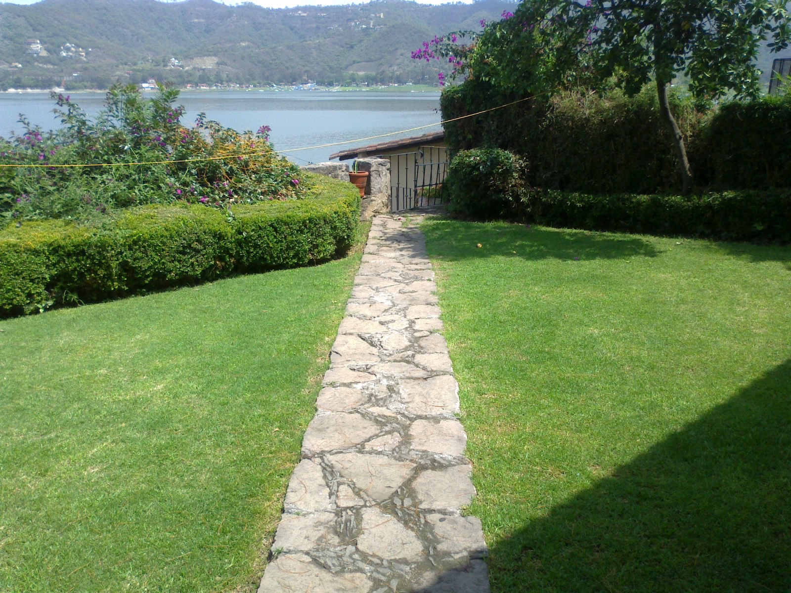 Baño Con Vista Al Jardin:Casa con Acceso espactacular con vista a la laguna, 350 m2 de Terreno