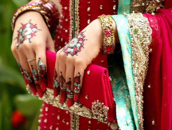 Pakistani bridal mehndi designs for hands - photo#22