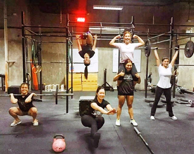 Spotted: Angel Locsin lifts weight. What about her spine? OMG!