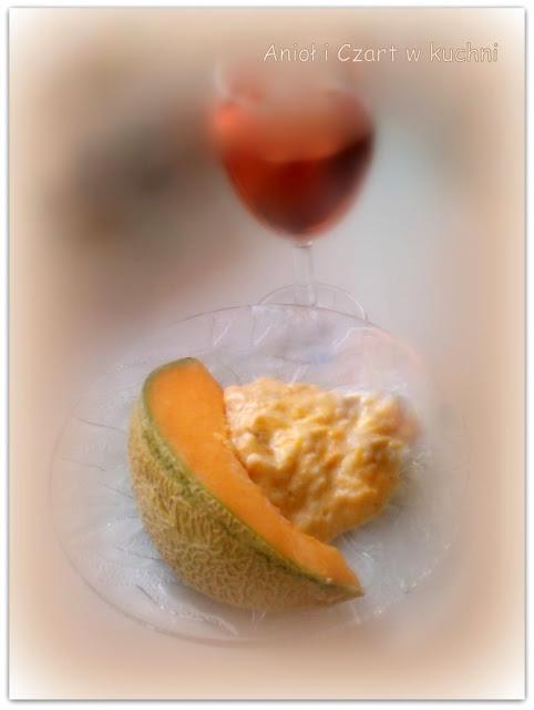 """Bananowa """"jajecznica"""" z melonem"""