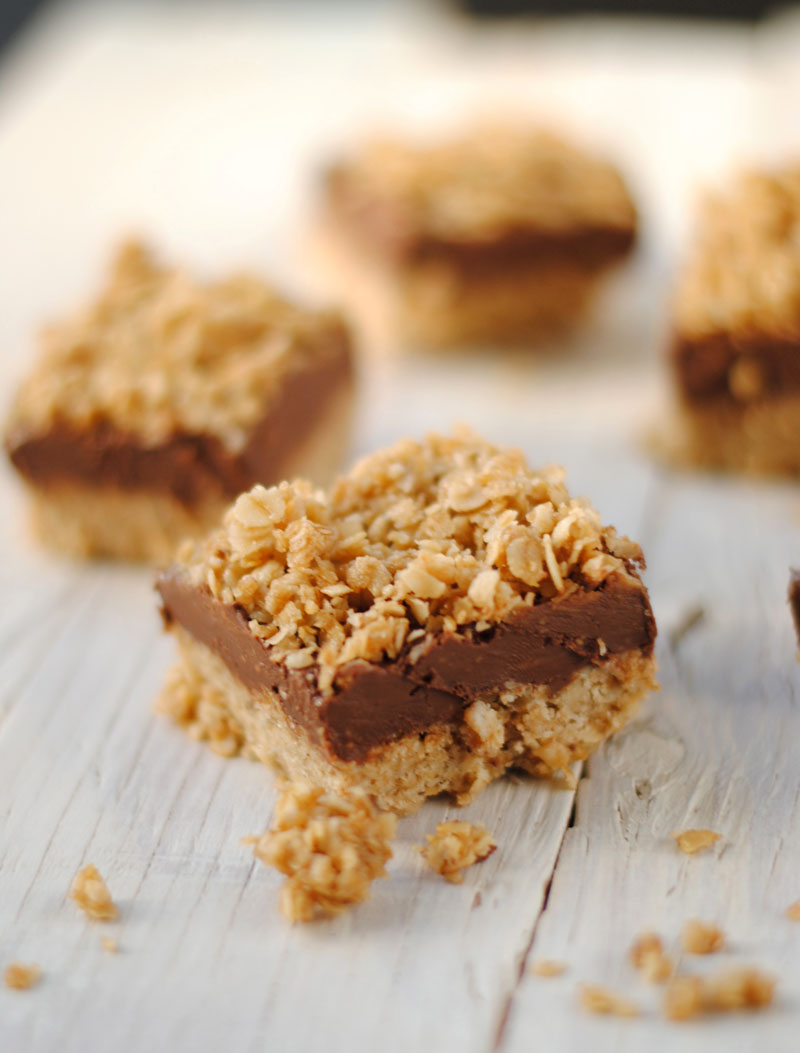 Leanne bakes: No-Bake Peanut Butter & Chocolate Oat Bars