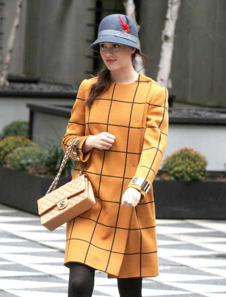 Leighton Meester Filming Gossip Girl In New York Her Outfit Is: