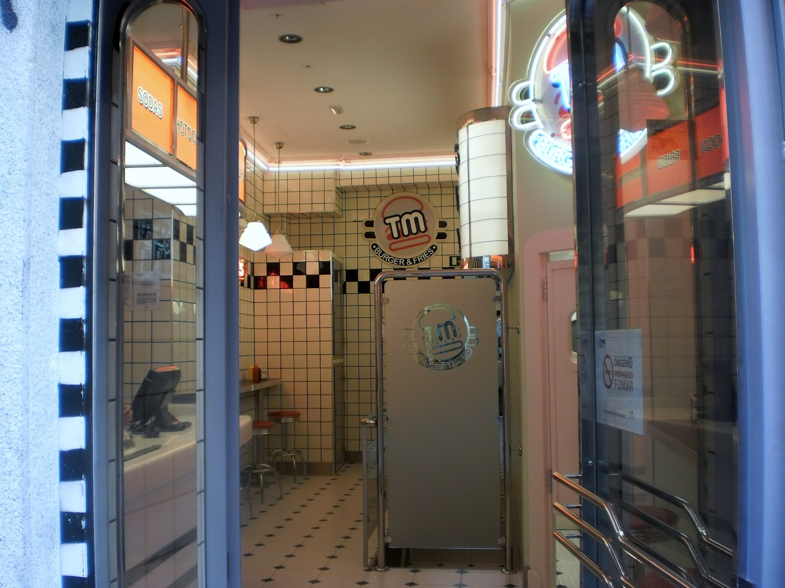 Spain now walking some restaurants and shops in madrid american style - The body shop madrid ...