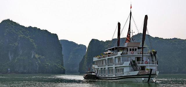 Pelican Cruise Halong