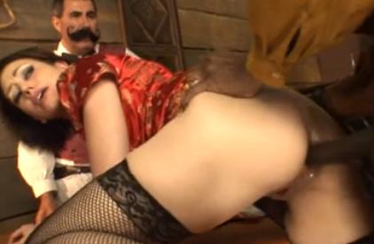 Marido vê esposa dando cu e buceta pro negão
