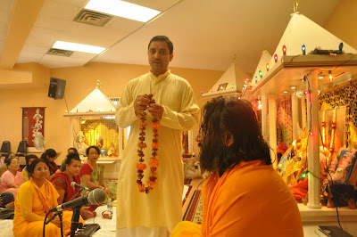 Satsang with Swamiji and devotees of Jagadguru Kripaluji Maharaj