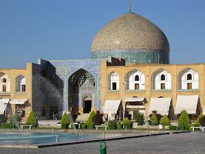Megahnya-Masjid-Sheikh-Lotfolla