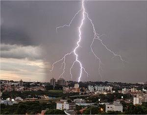 Incidência de raios em regiões do Brasil aumenta