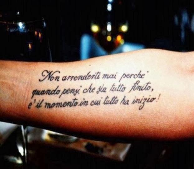 Tatuaggi di frasi,scritte,lettere bellissimi FOTO Le voci  - tatuaggi frasi famose italiano