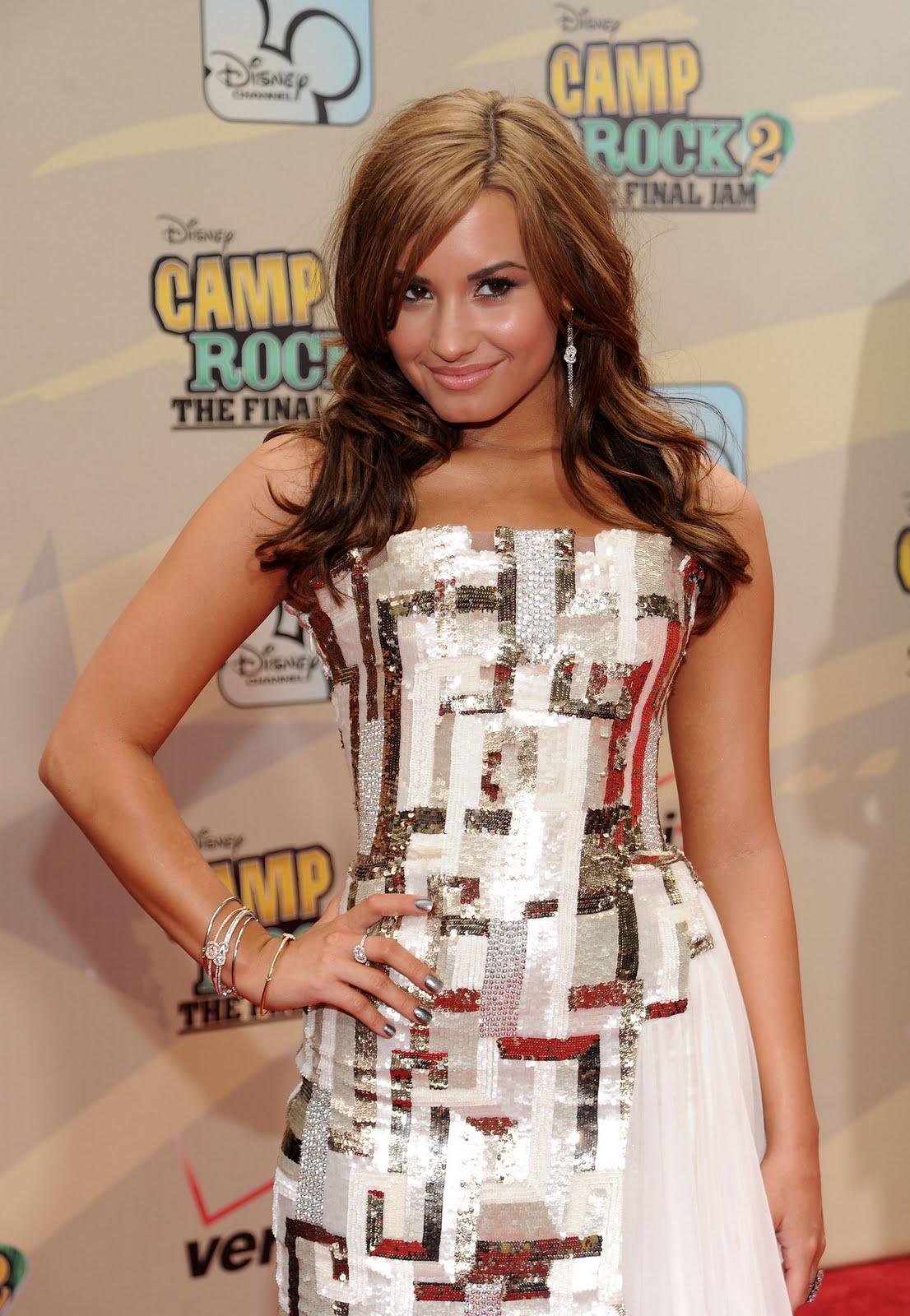 http://3.bp.blogspot.com/-2UCQ1i_hNd8/Te2J0EY5igI/AAAAAAAAAiw/1NwDKQEdJWI/s1600/79501_Tikipeter_Demi_Lovato_Camp_Rock_1_009_122_1095lo.jpg