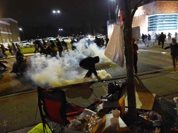 policia usa gas lacrimogeneo