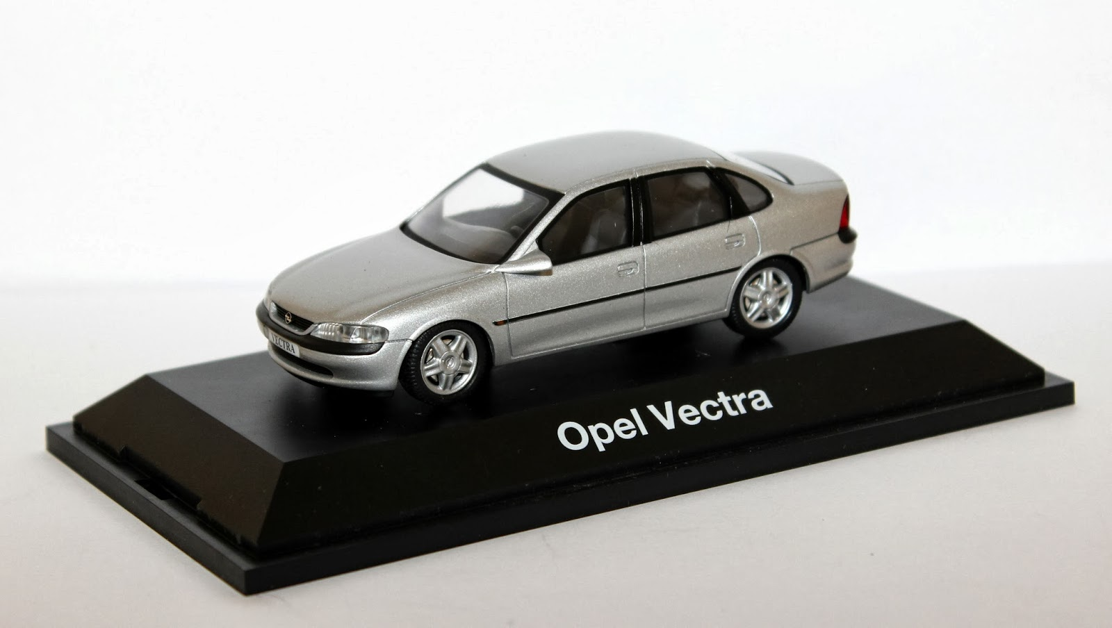 miniaturas opel opel vectra b 1995 2002. Black Bedroom Furniture Sets. Home Design Ideas