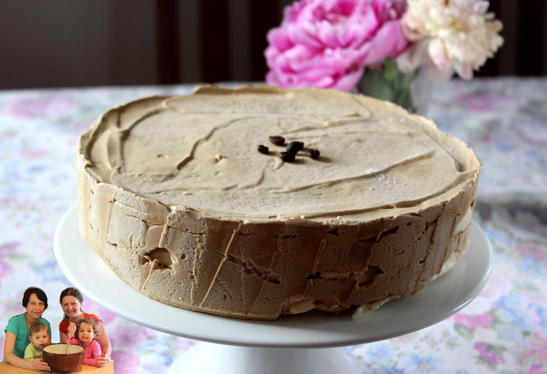 Tort lodowy kawowo-bezowy