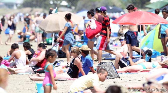 Crowded Waimarama Beach Day photogarph