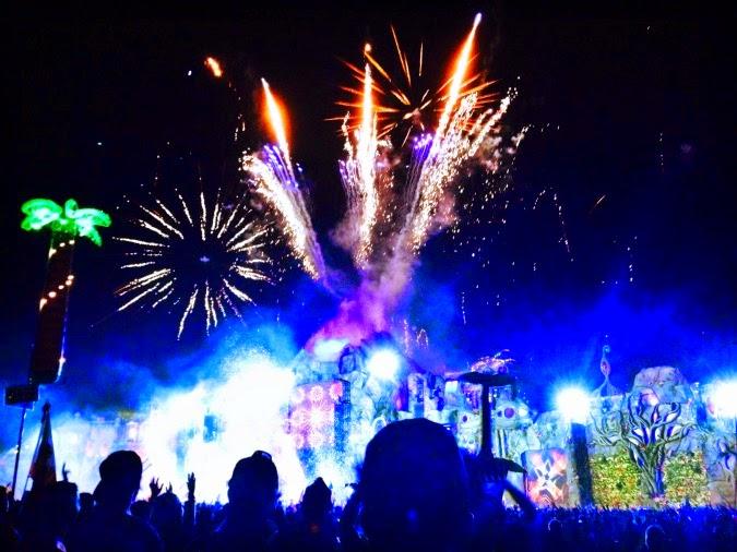 main stage tomorrowworld 2014 fireworks