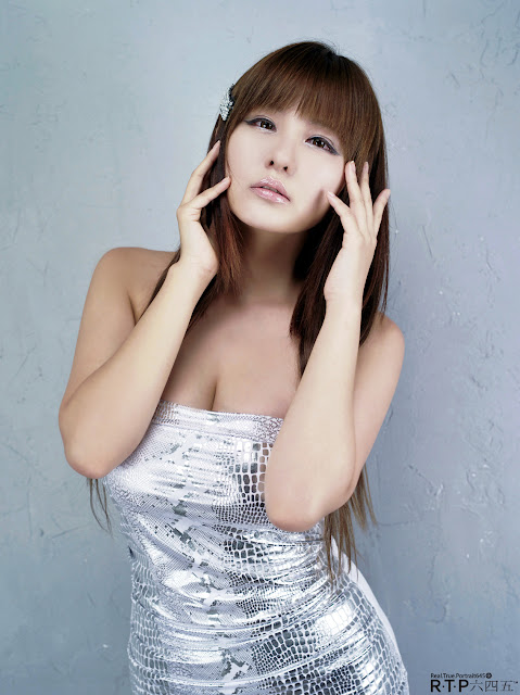 Ryu-Ji-Hye-Silver-Dress-10-very cute asian girl-girlcute4u.blogspot.com