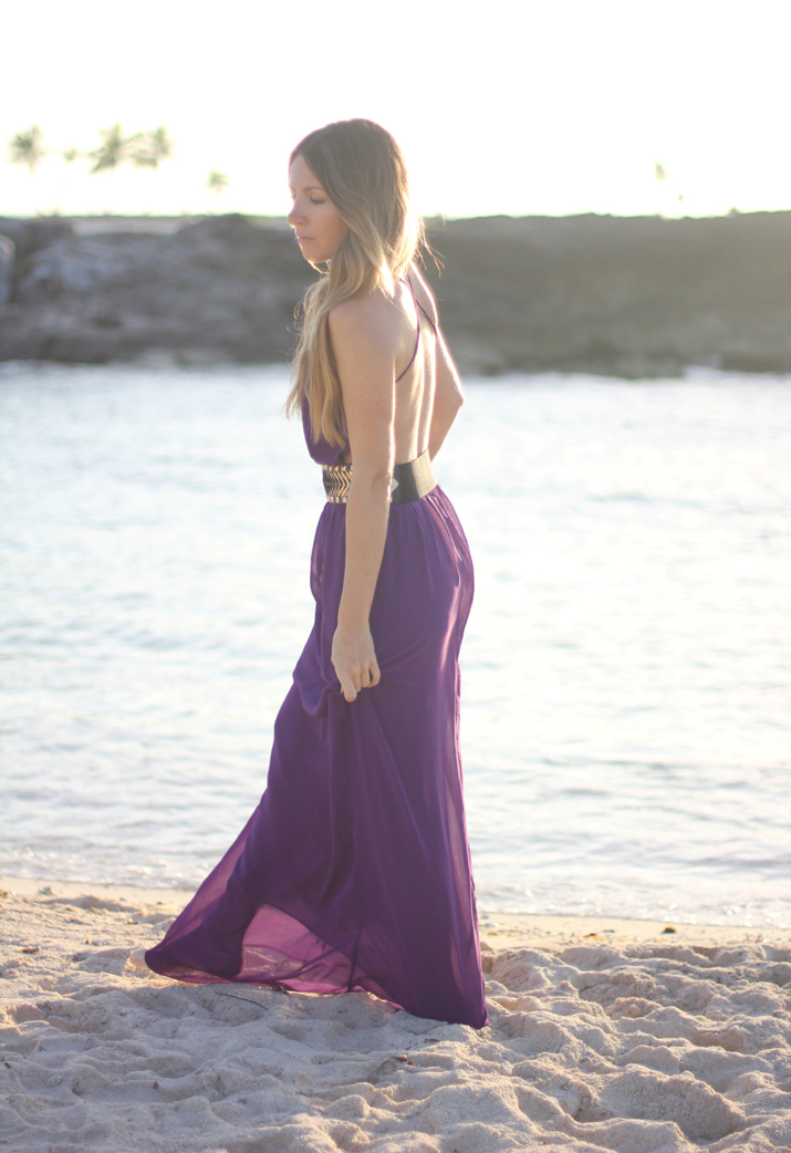 Purple open back long dress by blogger Mónica Sors