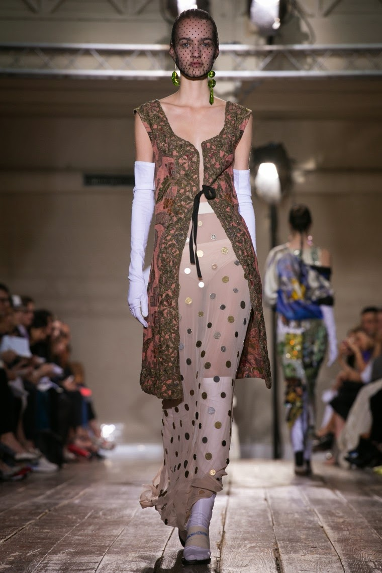 Maison-Martin-Margiela-Couture-Fall-Winter-2014-2015, Maison-Martin-Margiela-Couture-Fall-Winter, Maison-Martin-Margiela-Couture-Fall-Winter-2014, Maison-Martin-Margiela-Couture-Fall-Winter-2015, Martin-Margiela-Couture-Fall-Winter-2014-2015, Maison-Martin-Margiela-Couture, Maison-Martin-Margiela-Couture-2014, Maison-Martin-Margiela-Couture-2015, Maison-Martin-Margiela-Haute-Couture-Fall-Winter-2014-2015, Maison-Martin-Margiela-Haute-Couture-Fall-Winter, Martin-Margiela-Couture-Fall-Winter-2014-2015, Martin-Margiela-Couture-Fall-Winter, Martin-Margiela-Couture, Maison-Martin-Margiela, Martin-Margiela, du-dessin-aux-podiums, dudessinauxpodiums, robe-cocktail, robes-de-soiree, robe-soirée, robe-mariée, robe-été, robes-de-cocktail, womens-robe, petite-robe-noire, robe-blanche, robe-de-bal, robe-portefeuille, robes-cocktail, robes-de-mariage, robe-soire, robe-de-demoiselle-d-honneur, robe-de-soirée-pour-mariage