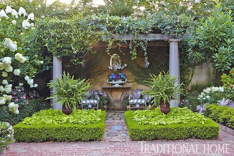 Dep sito santa mariah casa com p tio e jardins espetaculares for Shady courtyard garden design