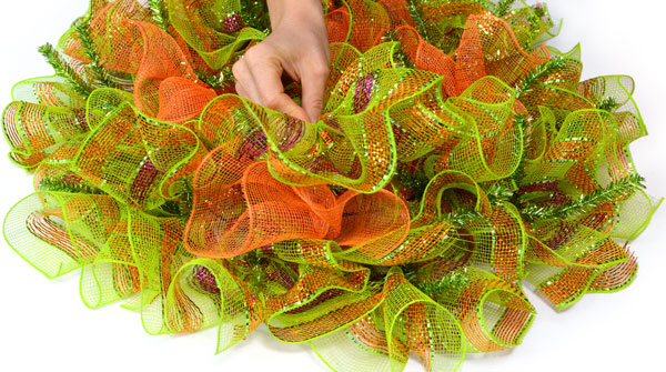 Deco Mesh DIY: Make a Ruffled Flip Flop Wreath for Summer