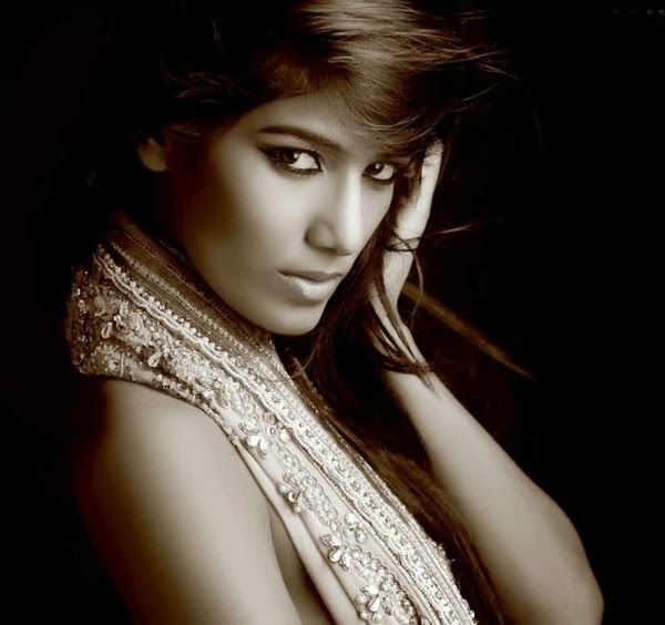 Sexy looks of poonam Pandey