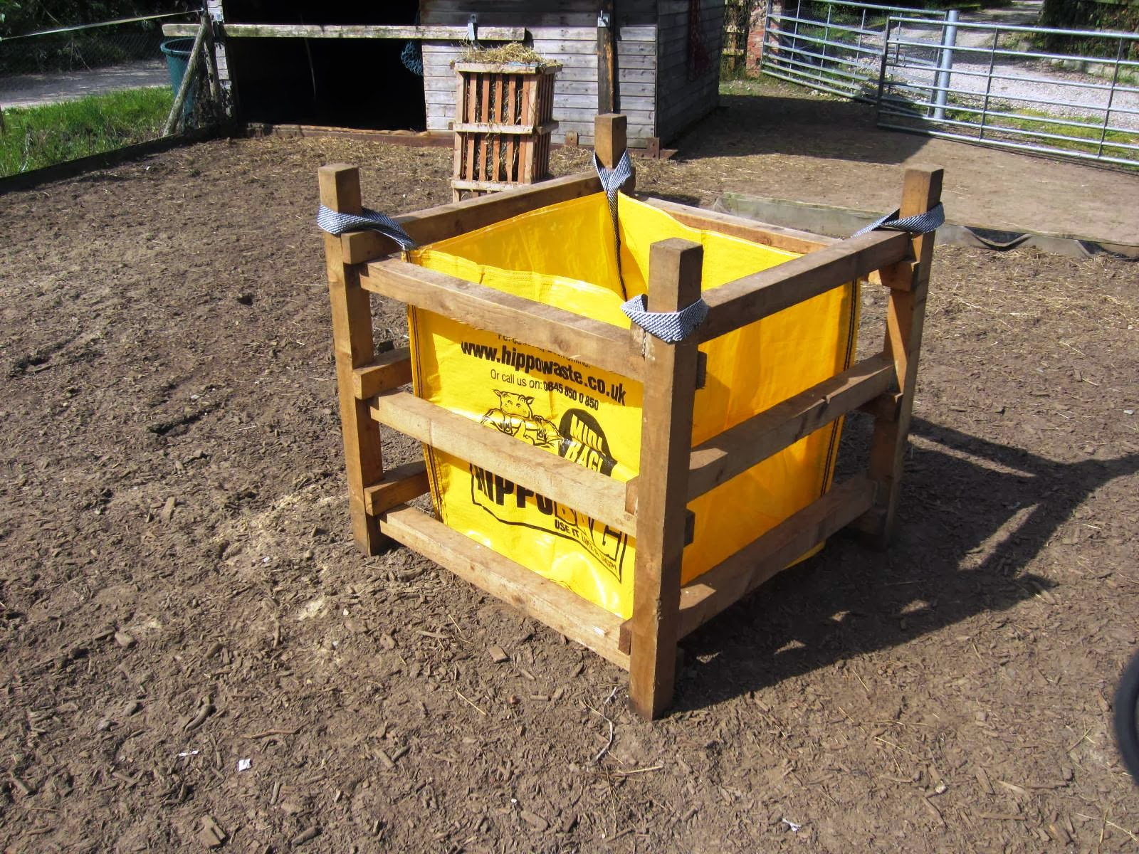 diy pallet horse feeder for the horses pin hay pinterest