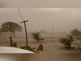 Forte ventania com chuva levanta poeira e assusta moradores de São Vicente do Seridó