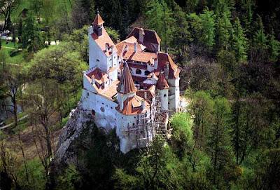 http://3.bp.blogspot.com/-2VOXmpoBavA/TZCB0N54cOI/AAAAAAAAAGo/9zlkp1mq5rI/s1600/castel_bran_aka_dracula_castle.jpg