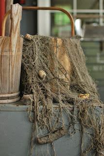 Vanha verkko matka-arkun päällä