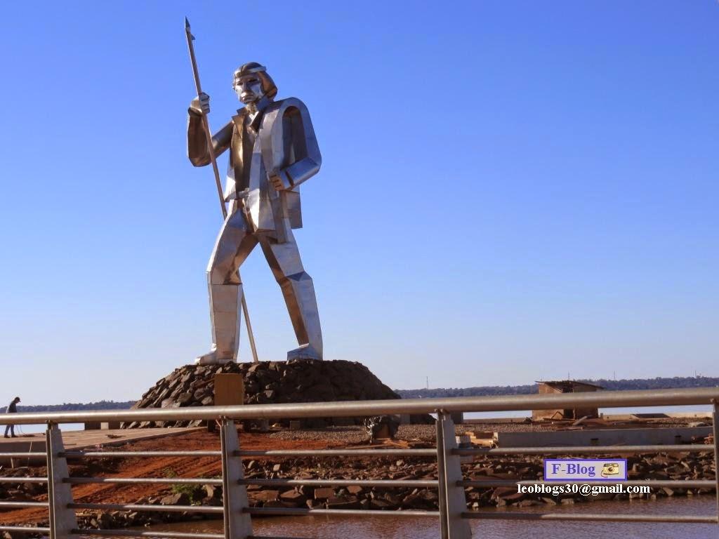 Estatua Andrés Guacurarí costanera Posadas