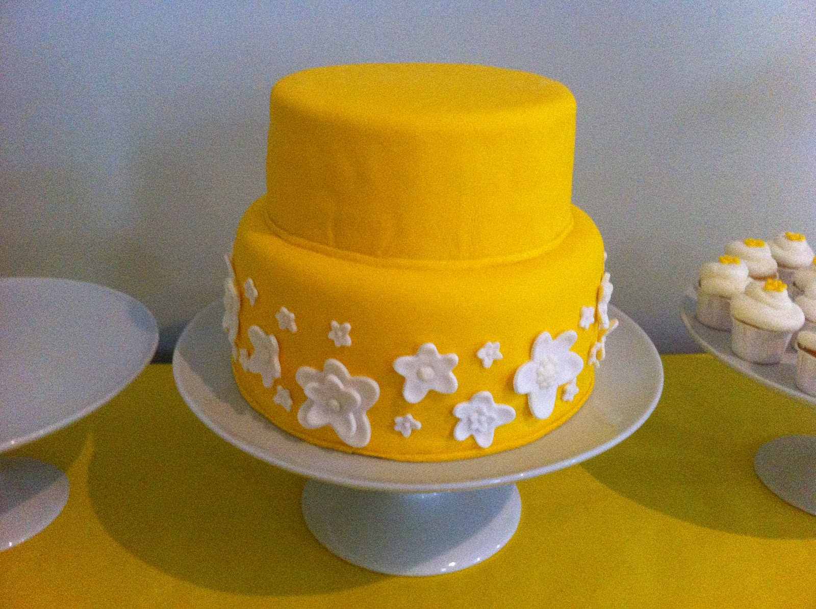 Cakes By Mindy Yellow And White Flower Cake 8 10