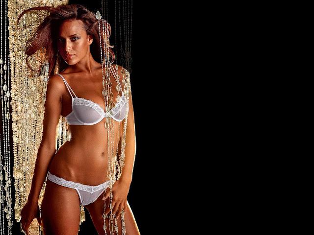 Chelina Manuhutu sexy in bikini fashion