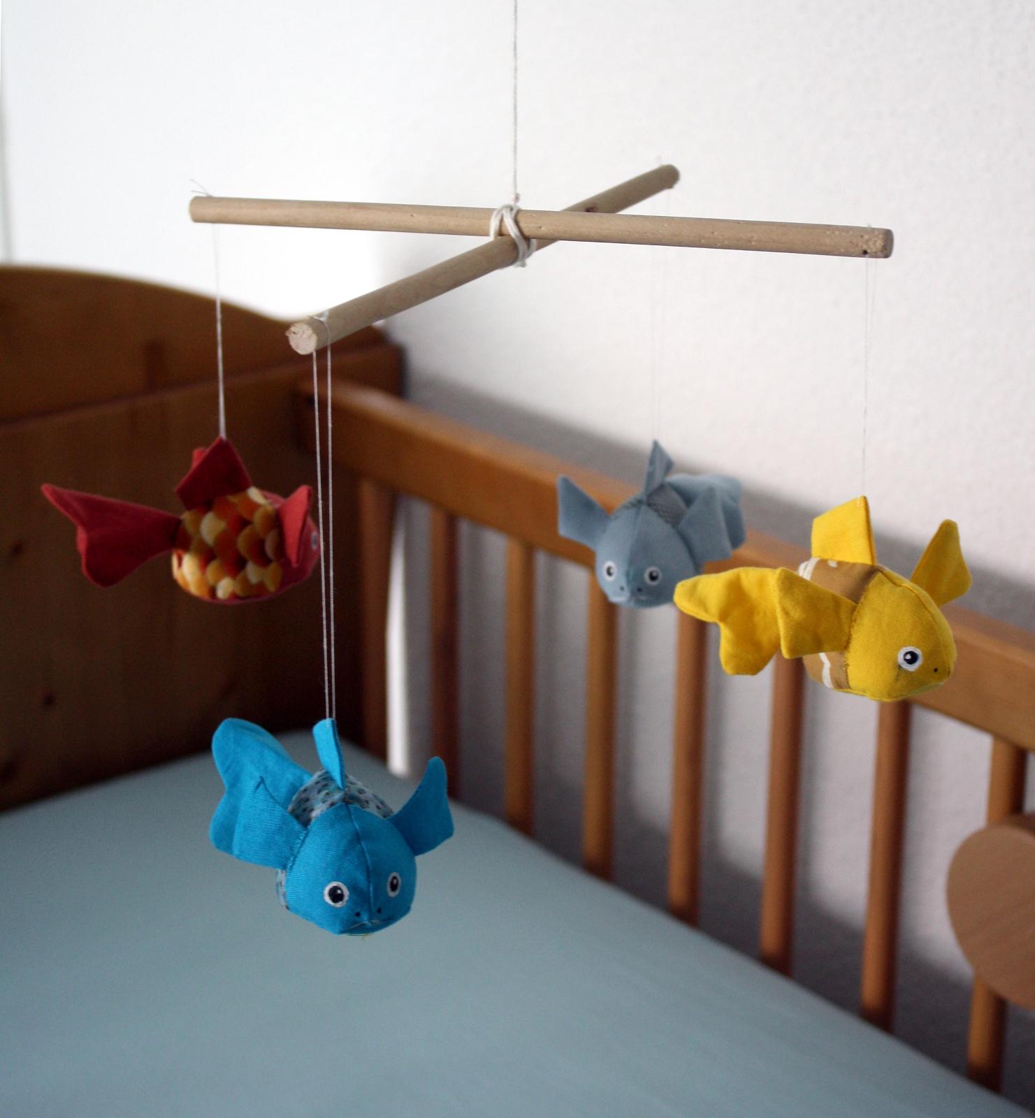 minimille et ses dix doigts mobile petits poissons pour b b. Black Bedroom Furniture Sets. Home Design Ideas