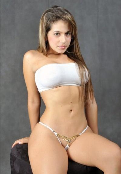 mujer desnuda puta: