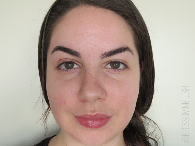 a picture of No7 Lift & Luminate Foundation SPF 15 Cool Ivory (Before & After)