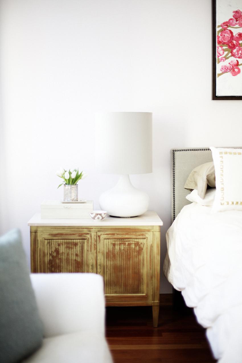 Ideas como decorar la mesilla de noche boho deco chic for Mesillas de noche blancas pequenas