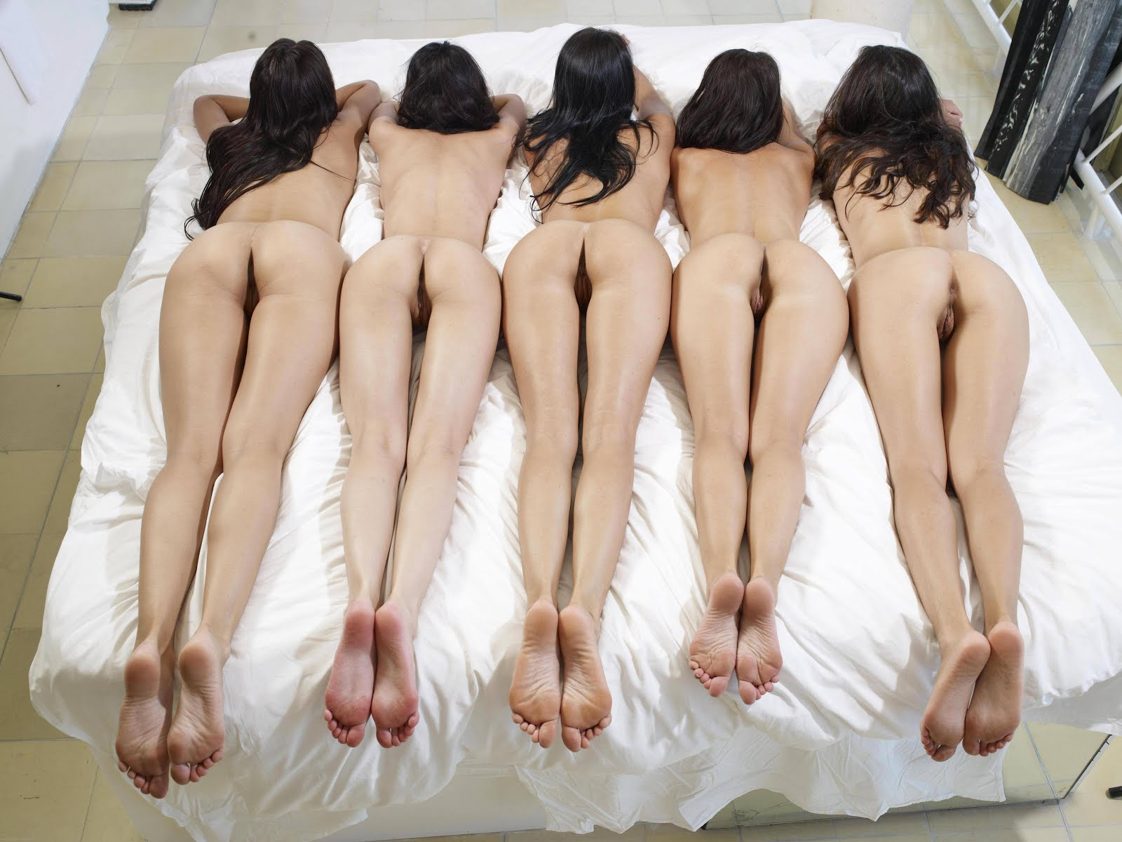 naked girls in a row legs tunnel