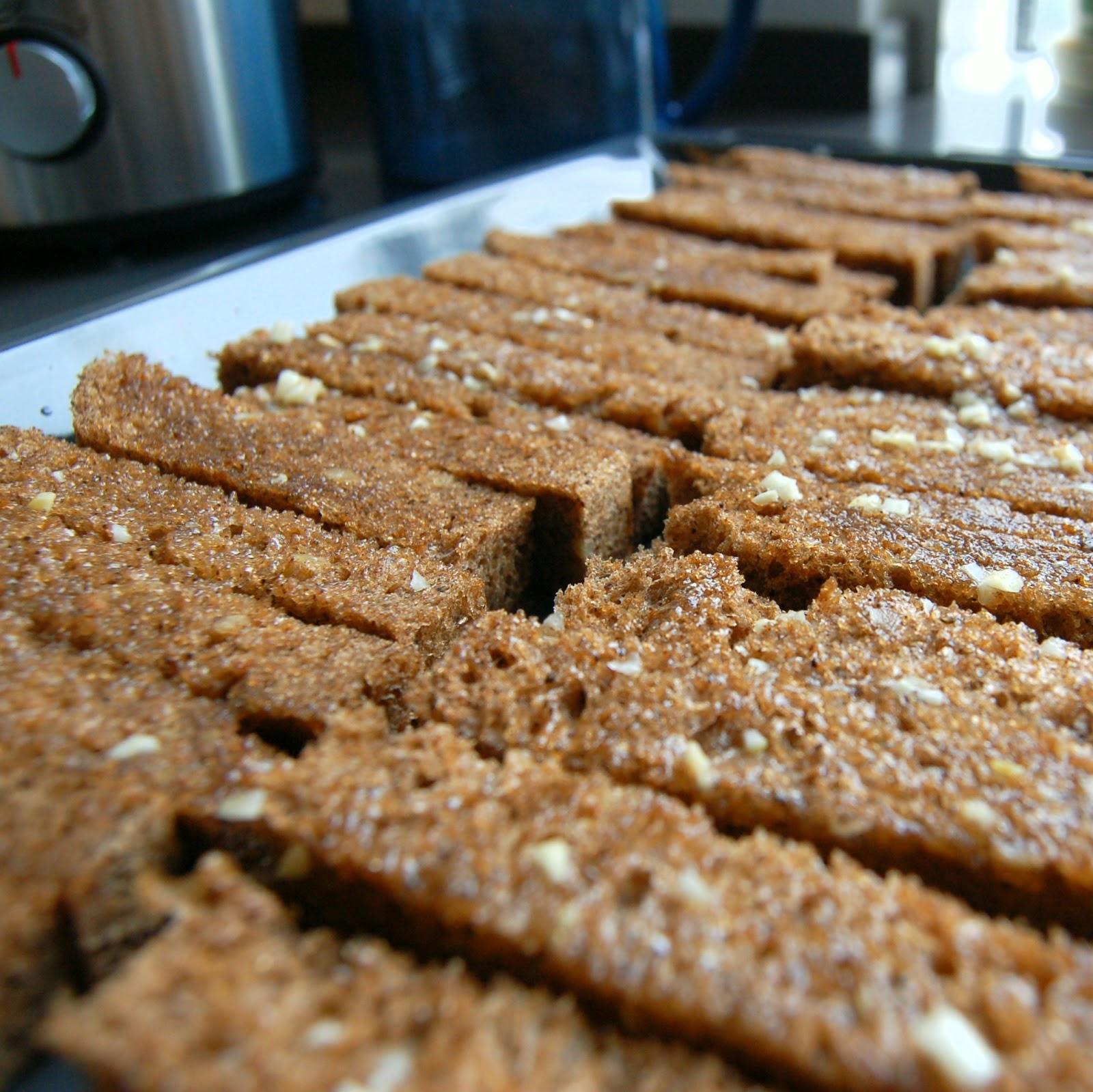 Как сделать из хлеба вкусные сухарики