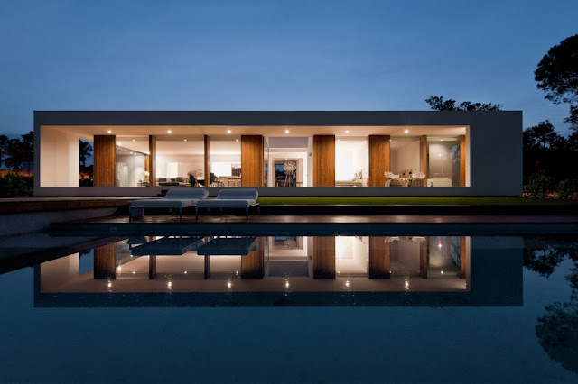 Modern Villa Indigo at night