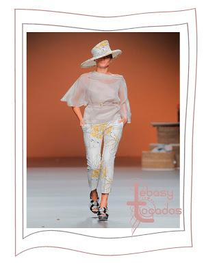 Sombrero de Ion Fiz en igual estampado que su colección textil-Tendencia Primavera-Verano 2013
