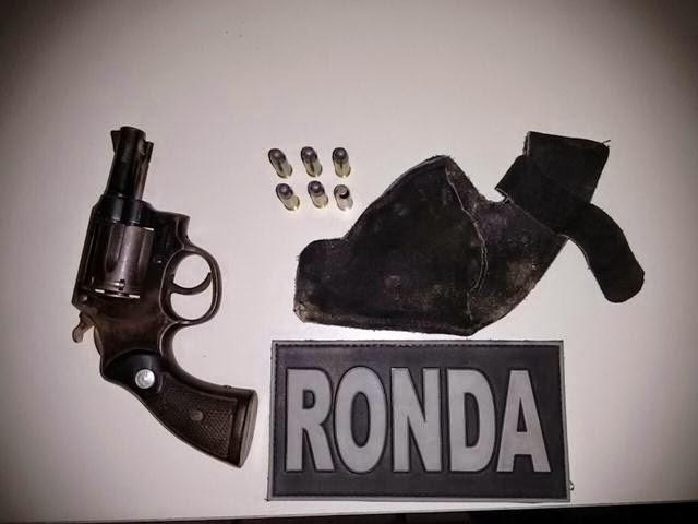 Homem é preso em Acopiara com arma de fogo após se evadir de abordagem policial
