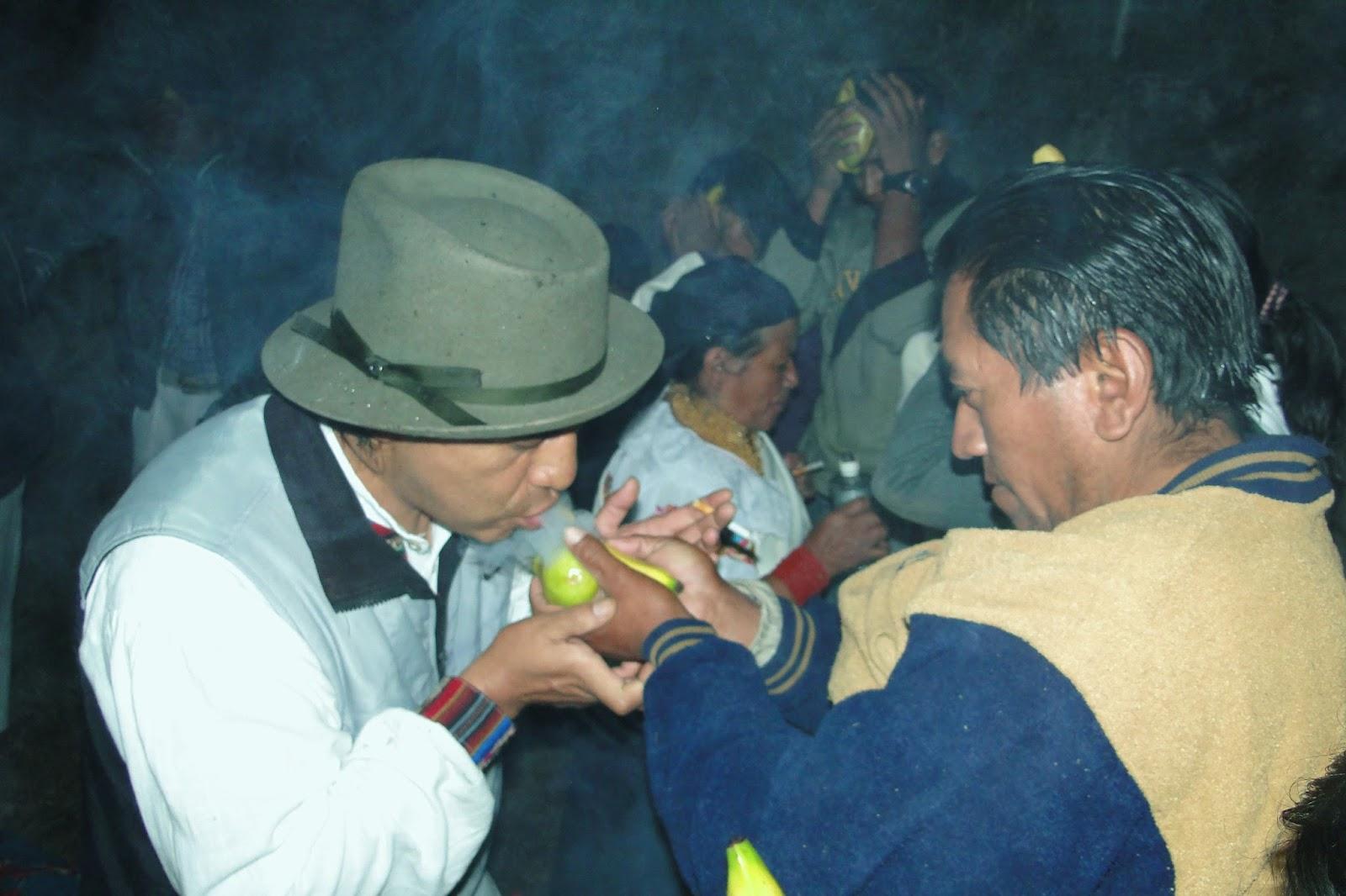 San Juan de Ilumán es conocido a nivel mundial por hábiles artesanos que  elaboran los más finos sombreros de pana y por sus shamanes que realizan  rituales ... f7d43331153